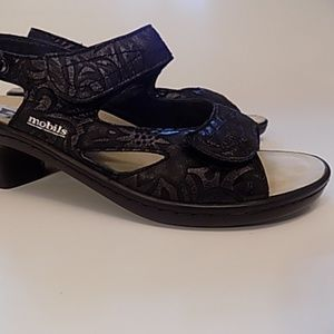 LIKE NEW Mephisto heeled sandals size 10 womens